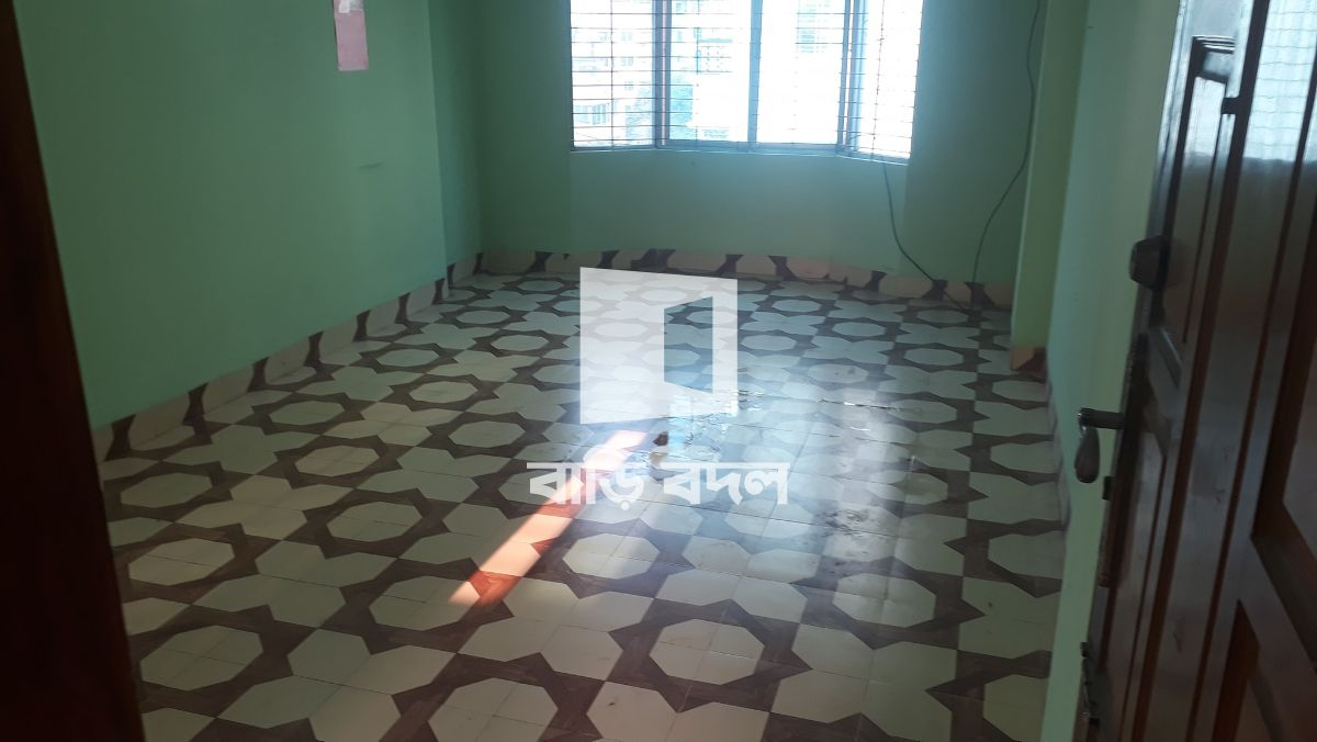 Flat rent in Dhaka মিরপুর, সনি সিনেমা হল থেকে ২ মিনিট এর দুরত্বে (Peri Pasta, Cheese Factory) ঠিক বিপরীত পাশে রাস্তার সাথে লাগোয়া ভবনের ৫ম তলায়