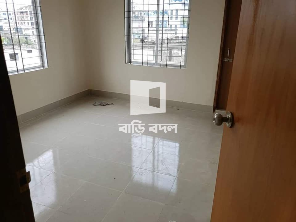 Flat rent in Dhaka রামপুরা, East Rampura, 330 GHO, right next to the main road and sonali bank