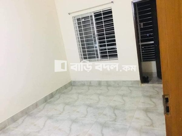 Flat rent in Chattogram চট্রগ্রাম সদর, ২ নাম্বার গেইট, কসমোপলিটান এর মুখে ।  বাসা একদম মেইন রোড এর পাশে। ২ নাম্বার গেইট থেকে ২,৩ মিনিট এর রাস্তা।