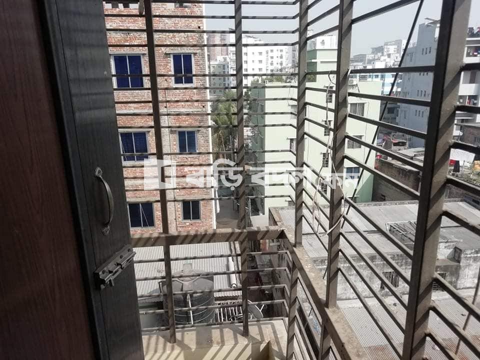 Flat rent in Dhaka ধানমন্ডি, ধানমন্ডি ১৯ এ মধু বাজার, মাদ্রাসা গলি রোডে।