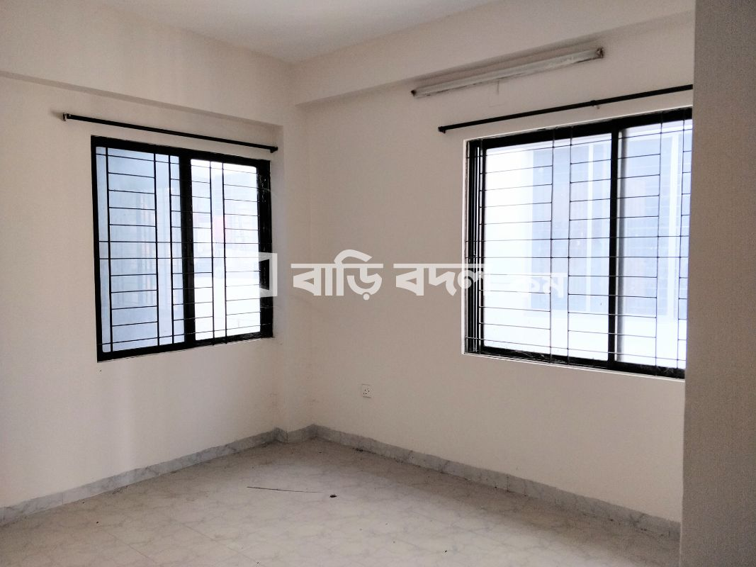 Flat rent in Dhaka নিউ এলিফ্যান্ট রোড,  নিউ এলিফেন্ট রোড ইস্টার্ন মল্লিকা থেকে 5 মিনিট হাঁটতে হয়। এলিফ্যান্ট রোডের সাথে সংযুক্ত রোডে অবস্থিত।