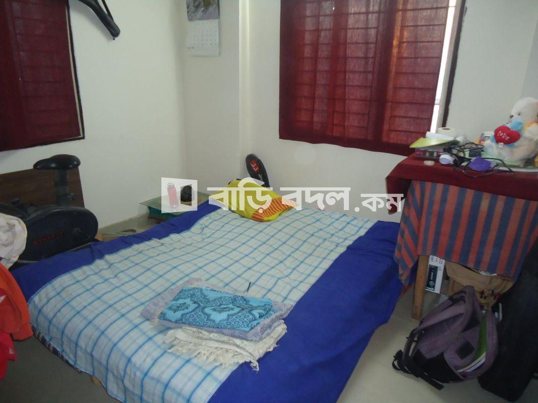 Seat rent in Dhaka উত্তরা, Beside Dawan city.Sector-6. 10 minutes walking distance from Azampur and Rajlokkhi.