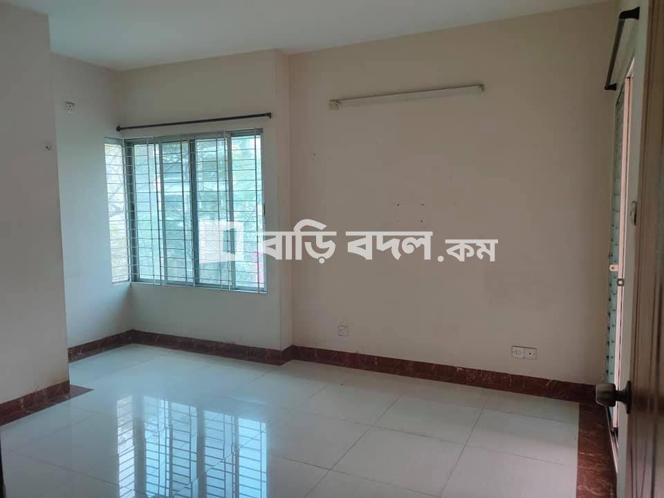 Flat rent in Dhaka বসুন্ধরা আবাসিক এলাকা, 2 min walking distance from NSU/IUB 7 min from AIUB Adress- Block-D,Road-5