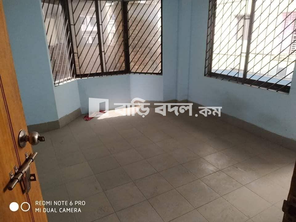 Flat rent in Chattogram চট্রগ্রাম সদর, বাসা ওয়েল ডেকোরেটেড এবং বাসার পিছনেই বাজার,  মেইন রোড থেকে ৫/৭ মিনিটের রাস্তা।