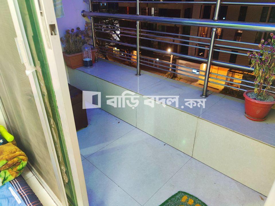Flat rent in Dhaka বসুন্ধরা আবাসিক এলাকা, Block C VIP Main Road Beside Ebenezer School.