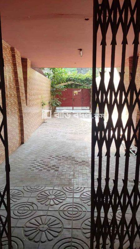 Seat rent in Dhaka শ্যামলী, শ্যামলী প্রিন্স বাজারের ঠিক পিছনে গোল্ডেন স্ট্রীট।