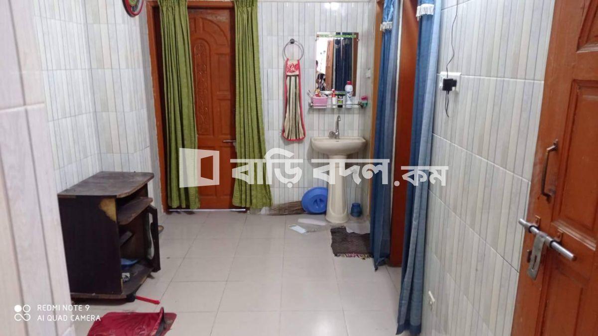Seat rent in Dhaka পুরান ঢাকা, ঢাকেশ্বরী মন্দির থেকে ৩ মিনিটের রাস্তা।