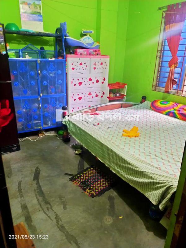 Flat rent in Dhaka নতুন বাজার, নতুন বাজার নূরের চালা(বাসতলা মেইন রোড ক্যামব্রিয়ান কলেজের কাছ থেকে রিক্সায় করে নূরের চালা পূরবীর মোড়, রিক্সা ভাড়া নিবে ২০ টাকা)।