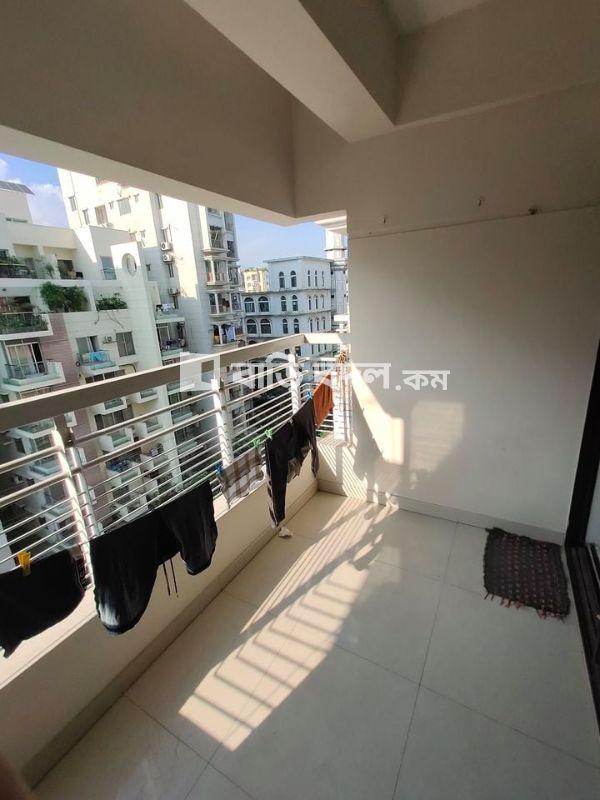 Flat rent in Dhaka বসুন্ধরা আবাসিক এলাকা, -- 5 minutes walking distance from NSU/IUB/AIUB